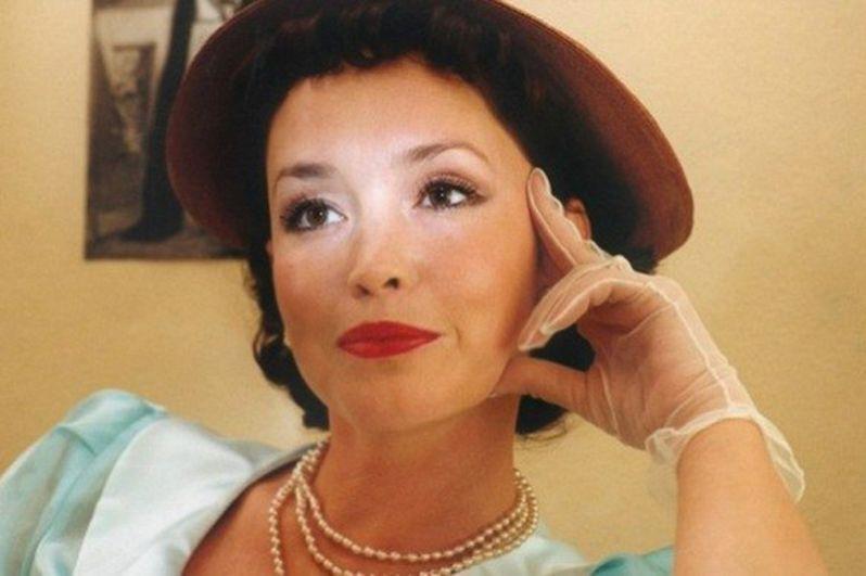 В 2001 году на экраны страны вышел сериал «Чёрный ворон», в котором Анна Самохина сыграла потомственную колдунью Аду Захаржевскую.