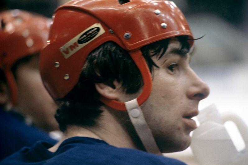 Олимпийский чемпион, заслуженный мастер спорта СССР, нападающий хоккейной команды ЦСКА Валерий Харламов. 1973 год.