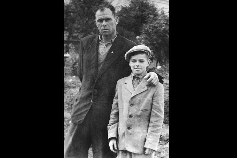 Валерий Харламов с отцом Борисом Сергеевичем.