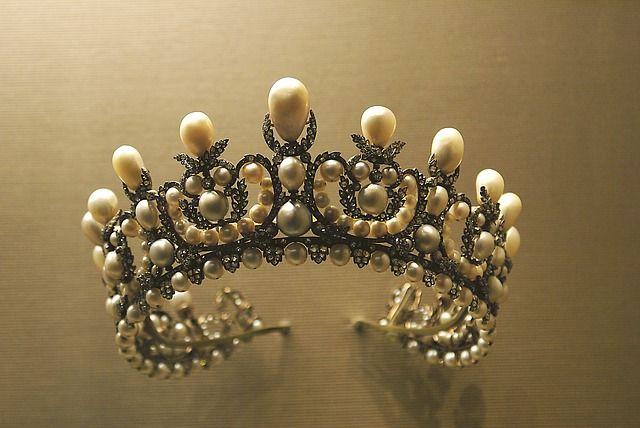 Корона достанется самой красивой девушке региона
