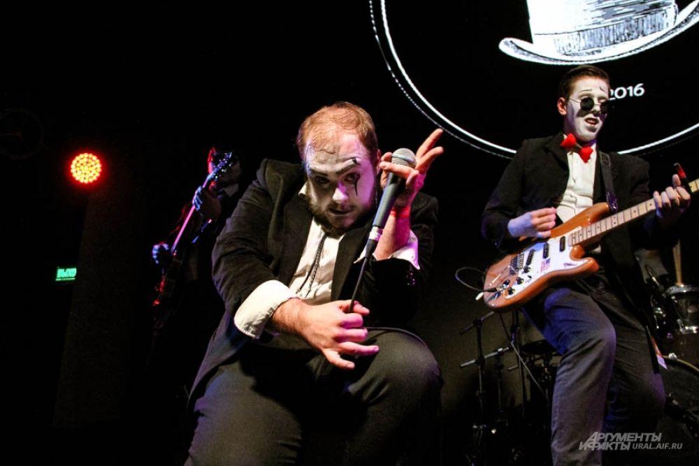 """Выступление музыкантов из """"Magical Marginals"""" было похоже на театральное шоу"""
