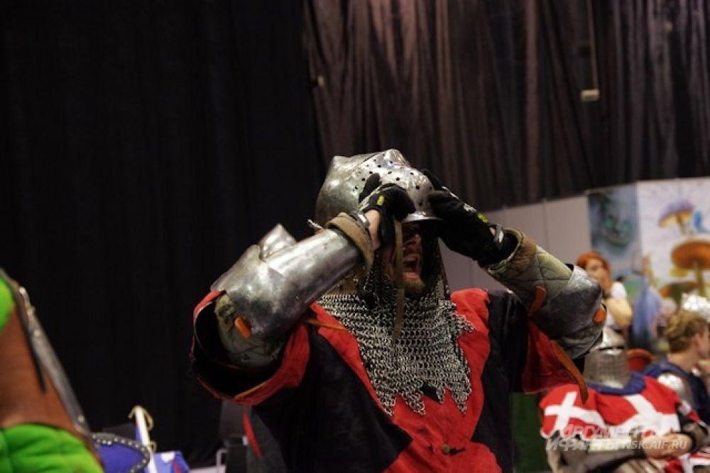 Сражаться в рыцарских доспехах было непросто - вес обмундирования достигал порядка 30 килограмм.