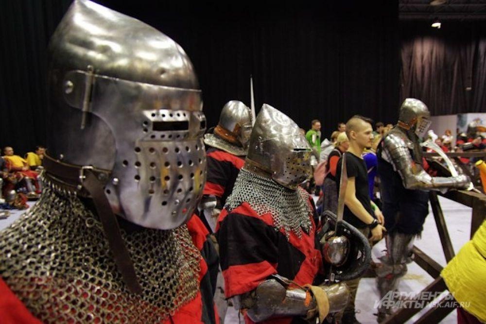 Самые сильные команды по итогам турнира - из Новосибирска и Норильска, сразятся в финале российского турнира по историческому средневековому бою.
