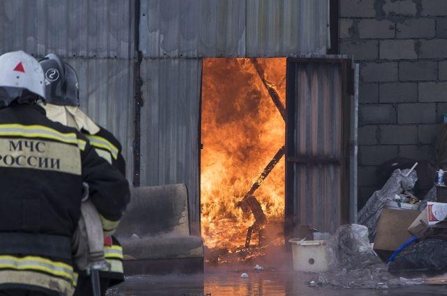 В Кемерове 12 пожарных тушили котельную.