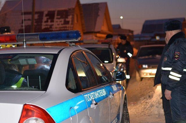 Сотрудники ГИБДД устанавливают причины аварии
