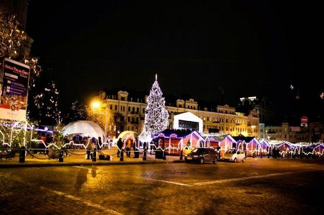 ВКиеве разбирают главную елку— Новый год завершился