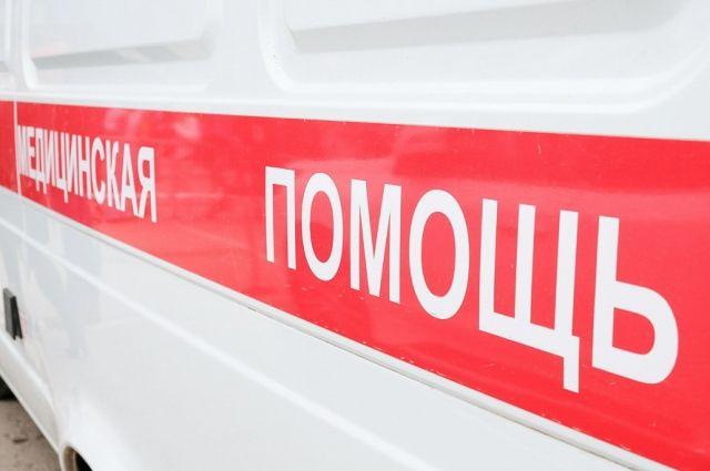 Пассажиру Lada Largus первая помощь была оказана медиками на месте ДТП.