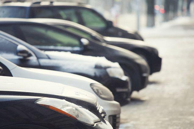 Можно ли на парковке оставлять автомобиль на передаче?