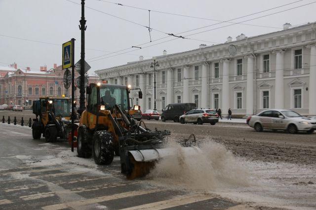 Занеделю дорожные службы убрали вПетербурге неменее 100 тыс. кубометров снега