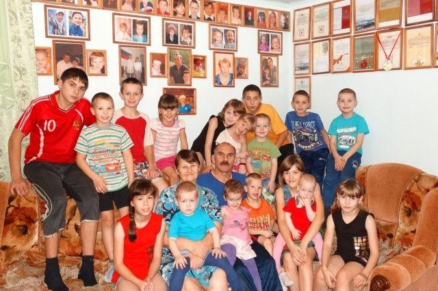 Знаменитая многодетная семья приняла четырёх ребят из кимрского социального центра «Родничок»