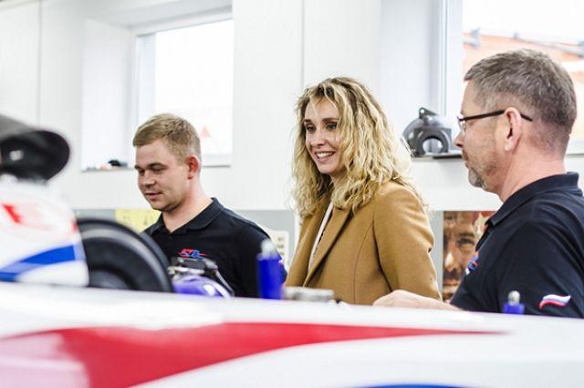 Калининградские гонщики и министр спорта региона Наталья Ищенко.