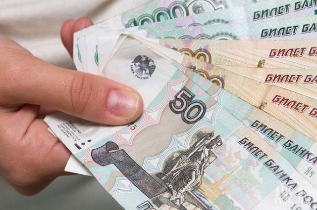 В Тюменской области женщина отобрала деньги у пенсионера