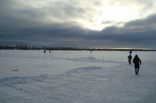 Выезд на лед транспортных средств за пределами официальных переправ запрещен