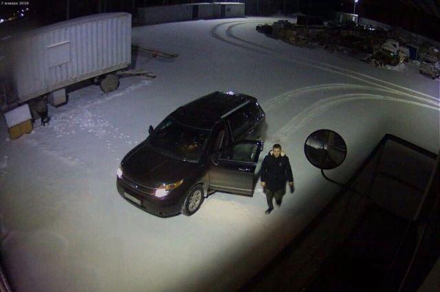 ВСаратове пассажир перерезал таксисту горло иуехал наего машине