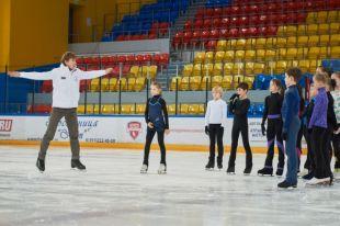 В Красноярске Ягудин провёл мастер-классы для юных фигуристов.