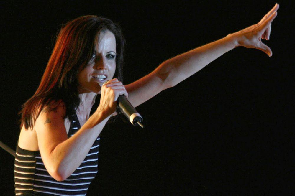 Концерта Долорес О'Риордан в Тиране, Албания. 20 июня 2007 года.