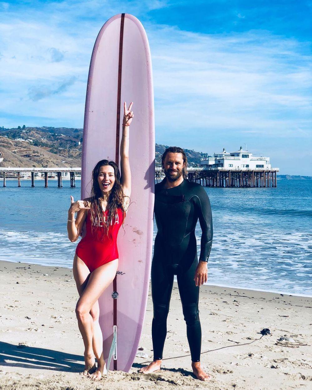 Регина Тодоренко и серфинг: телеведущая уже крепко осела в Лос-Анджелесе.