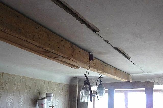 Чем опасно появление трещин на потолке и стенах квартир?