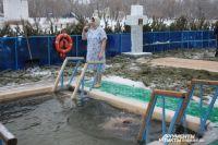 Десятки тысяч оренбуржцев в этот праздник окунаются в крещенские купели.