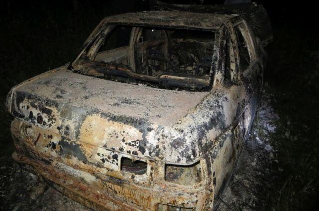 Собственный источник: в Оренбурге в сгоревшем автомобиле найдены 2 трупа.