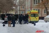 В Оренбурге на месте поджога автомобиля работают следователи.
