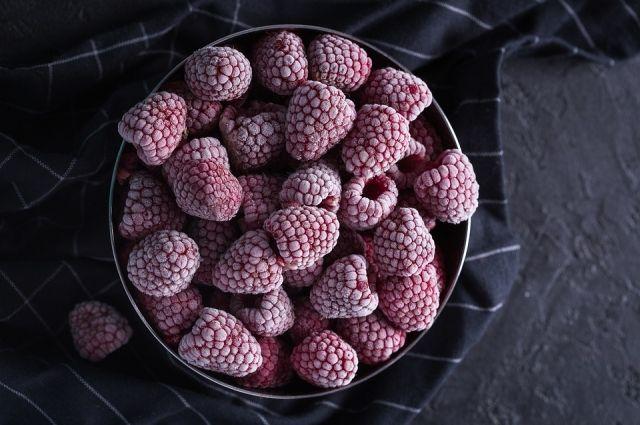 При заморозке ягоды сохраняют свои полезные свойства и летний аромат