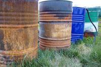 Общественники не раз фиксировали появление в реках нефтепродуктов. По неофициальным данным, это сотни тонн нефти.