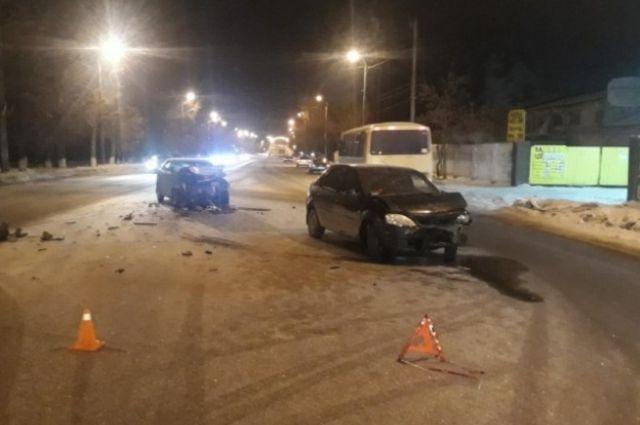 В Оренбурге в ДТП с KIA и Renault пострадал человек.
