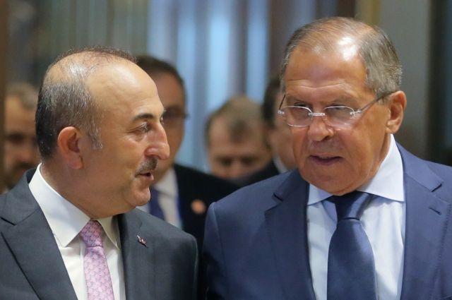 Лавров и Чавушоглу обсудили по телефону ситуацию в Сирии