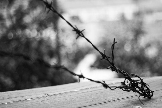 Во Франции четверо заключенных сбежали из тюрьмы, спустившись по простыням