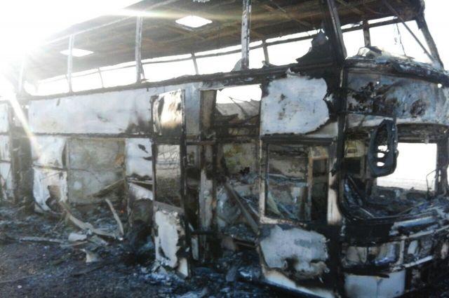 В Казахстане сообщили о состоянии здоровья спасшихся из горящего автобуса