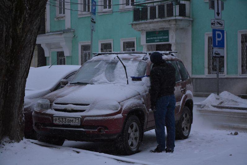 Очистка машины от снега