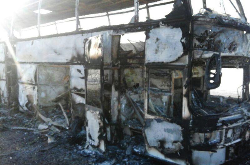 Автобус, сгоревший на трассе Самара – Шымкент в Иргизском районе Актюбинской области в Казахстане.