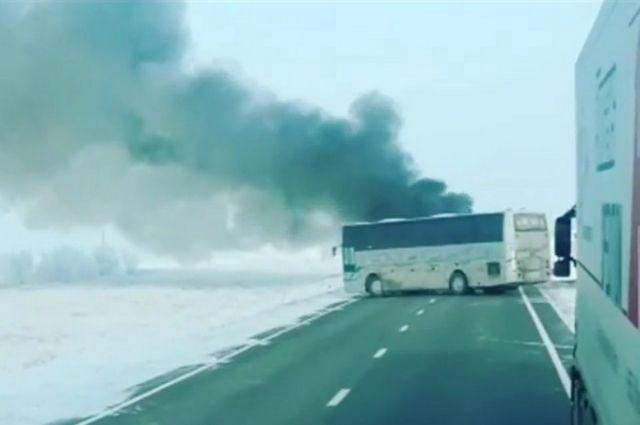 В сети появились видео с автобусом, сгоревшим в Казахстане