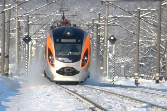 В Черкасской области из-за снегопада остановился скоростной поезд
