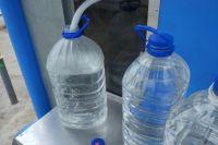 Пить воду из-под крана рискуют не все.