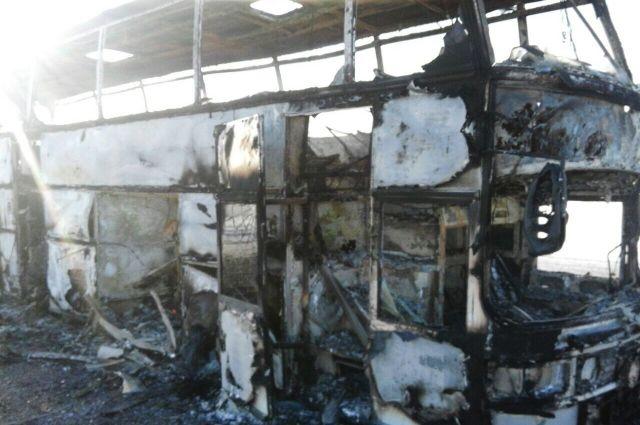Эвакуации людей из автобуса в Казахстане помешала заблокированная дверь