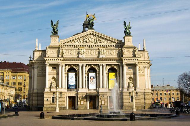 Здание Львовской оперы.