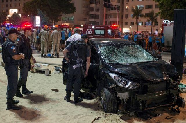 В Рио-де-Жанейро 15 человек пострадали при наезде автомобиля на пешеходов
