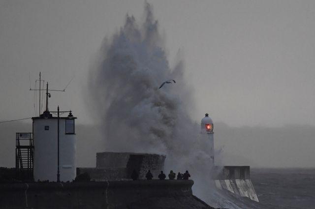 Жертвами урагана в Европе стали 10 человек