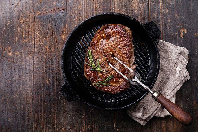Как добиться сочности мяса при жарке?