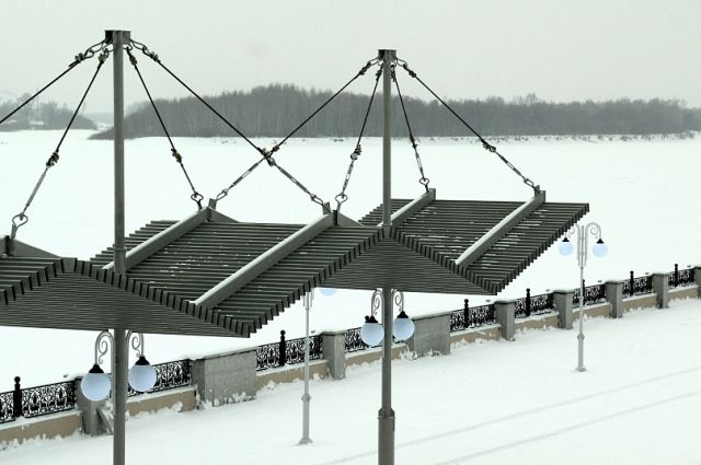 Теневой навес на набережной Оби в Барнауле