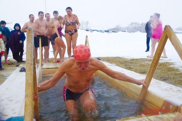 Тюменец упал вобморок после купания впроруби