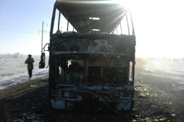 Тела погибших при возгорании автобуса в Казахстане доставлены в Актобе