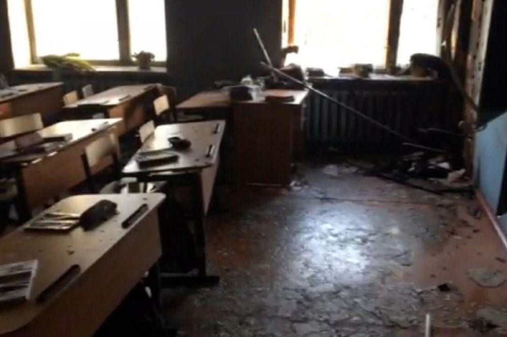 Учебный класс школы в микрорайоне Сосновый Бор в Улан-Удэ, где произошло возгорание в результате нападения.