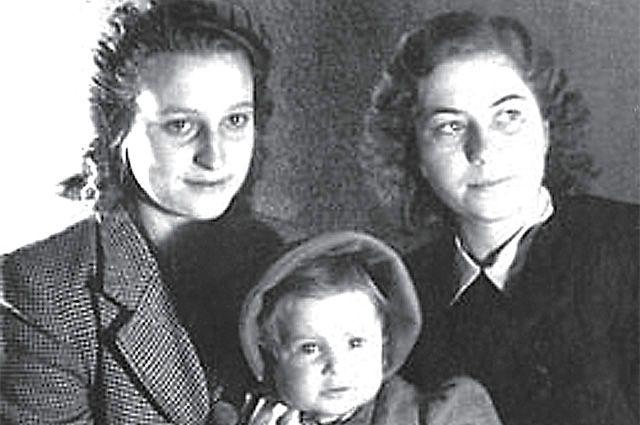 Криста, Катюша и фрау Вольф.