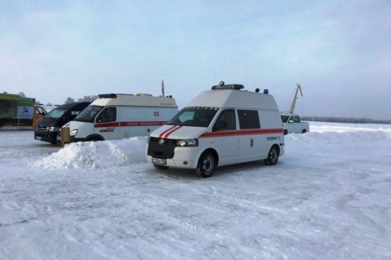 На месте крещенских купаний дежурят скорая помощь, пожарные, спасатели и полиция.