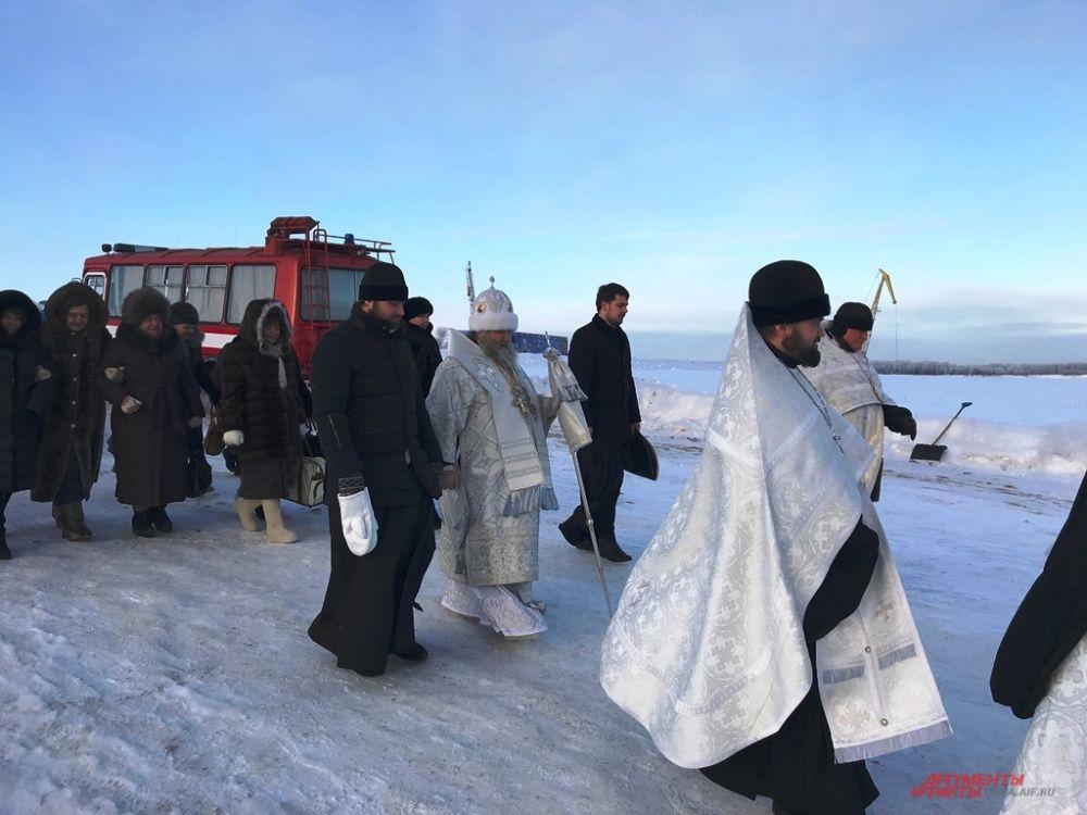 Возглавлял крестный ход митрополит Ханты-Мансийский и Сургутский Павел.