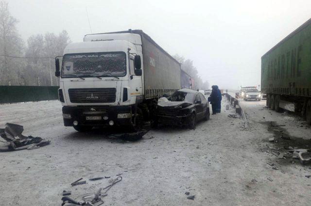 Под Омском насмерть разбилось 5 человек, включая одного ребенка
