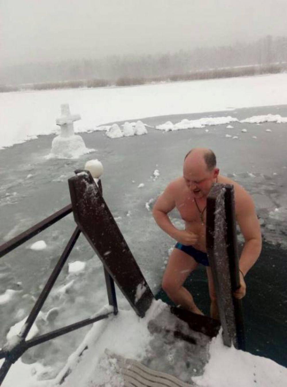Нырял в воду и нардеп от БПП Сергей Каплин.